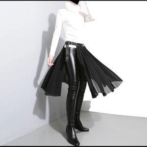 Half body skirt . Black . New .